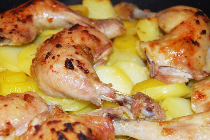 Cesnakové kura so zemiakmi pečené v remoske