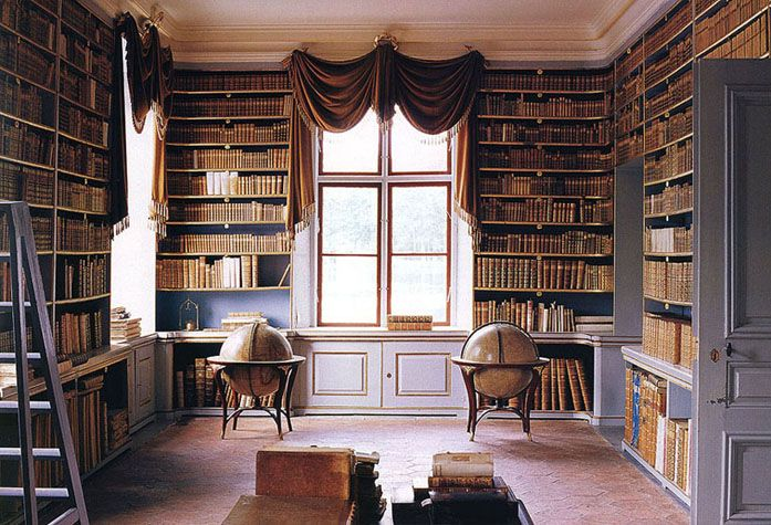 a library for a country house <- drooling. does this remind anybody else of the castle from beauty and the beast?