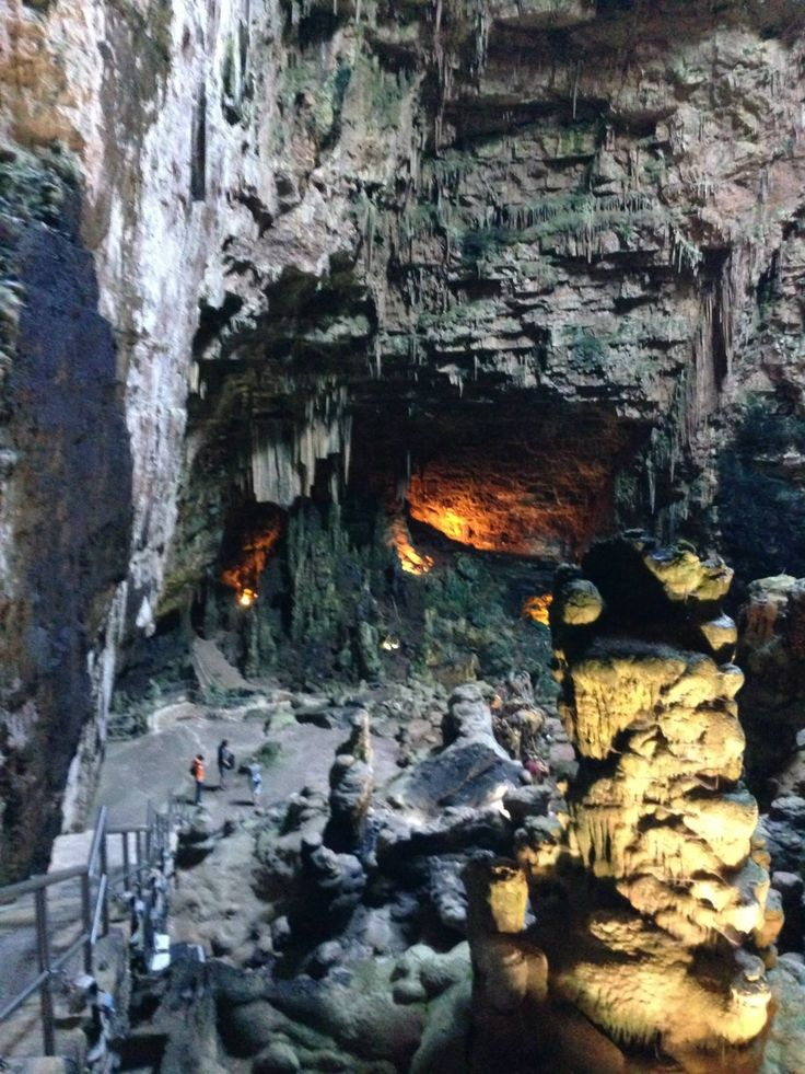 Discesa nelle grotte