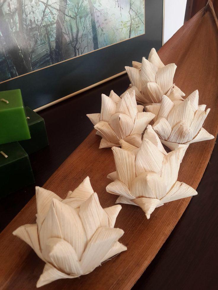 Set of 5 Corn Husk Flowers, Fake Flowers, Artichoke Decor, Flower Stems, Dried Flowers, Rustic Decoration, Potpourri, Eco Flowers, Supplies by KoroniArtStudio on Etsy https://www.etsy.com/listing/517166087/set-of-5-corn-husk-flowers-fake-flowers