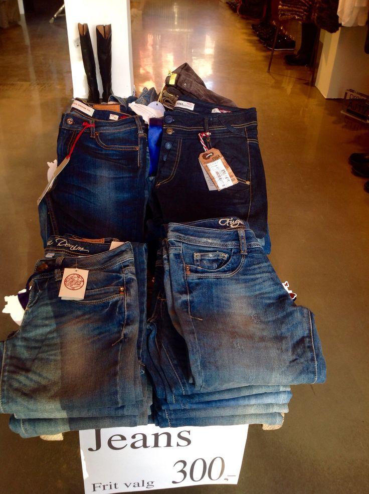 Fuga jeans kun 300 kr !! Kom og kik vi har åben til kl 15 i dag!