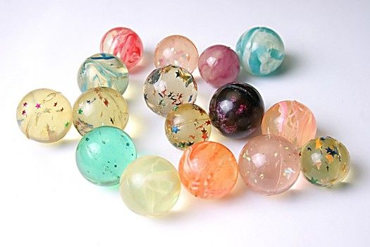 Adding glitter or confetti make your balls look more fun than a solid color. DIY bouncy balls out of simple ingredients