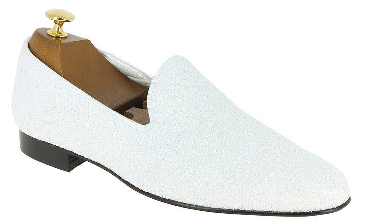 Center 51 vous présente le modèle  Mocassin slippers sleepers Center 51 platinium gala paillettes blanc à 110,00 €  retrouvez-le sur https://www.center51.com/fr/mocassins-pour-homme/799-mocassin-slippers-sleepers-center-51-platinium-gala-paillettes-blanche.html