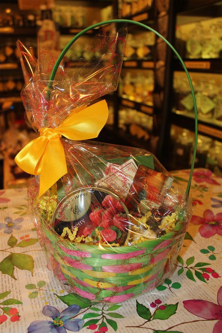 Отличные чайные корзиночки со сладостями  к 8 марта порадуют ваших любимых женщин и девушек! Ведь так приятно дарить подарки и видеть улыбающиеся лица) С любовью, Teagrafia! #