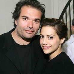 Click on the image for more images of Simon Monjack with Brittany Murphy, who died with the same conditions in the same house five months apart. Do you prefer the blond Brittany Murphy or the brunette? Being a couple is an identifier but is there an outfit that could iconify them?