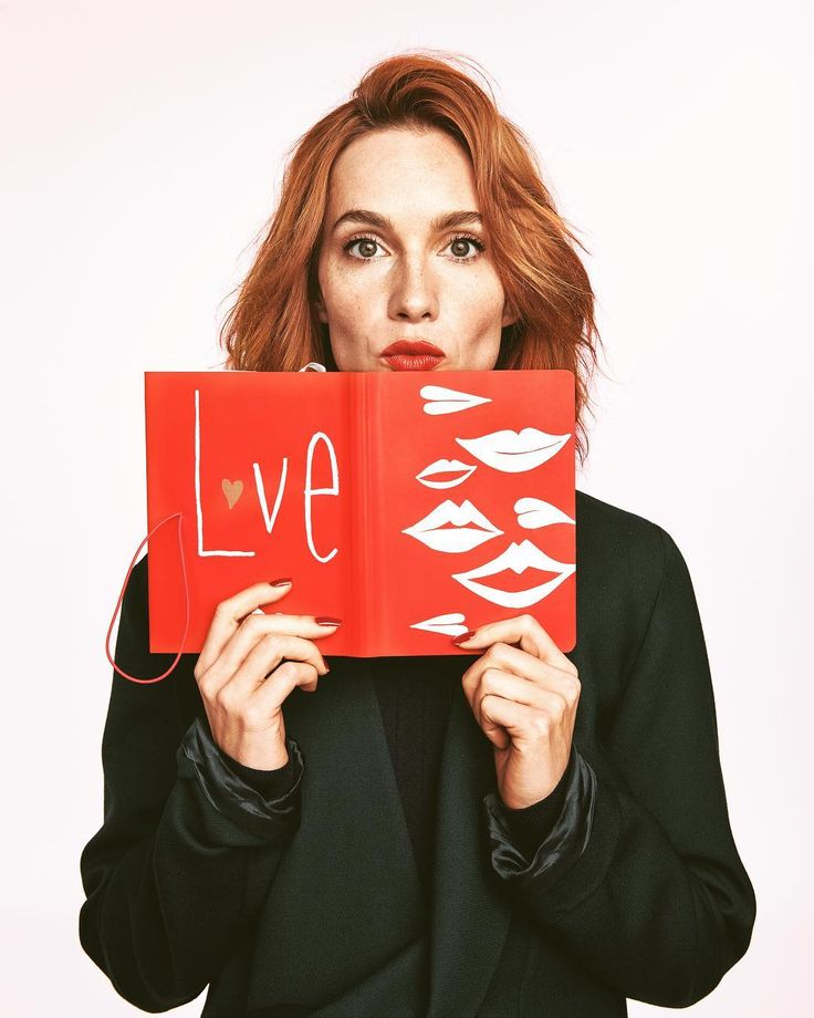 This is a diary I designed for Eucerin and Elle!Check it out!Love is all you need!#actress #photoshooting #elle #ellemagazine #fashion #design #love #redlipstick #kiss #moreloveplease #redisthewarmestcolour #hanavagnerova #adventure #lovemylife @elleczech #eucerincz