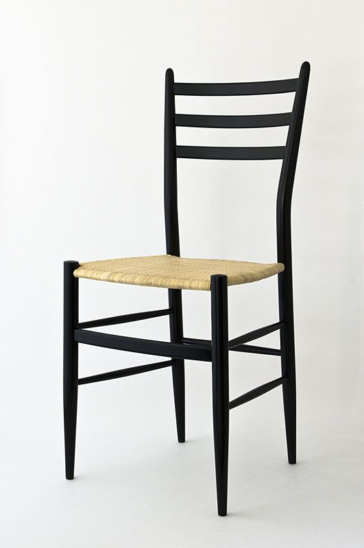 Chiavari chair mod. Gobbetta by Fratelli Levaggi in black lacquer. #chiavarichair #chair #chiavari
