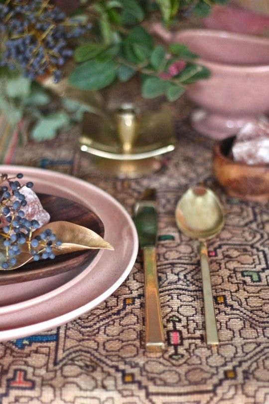 Cocoon Home | A Gilded Leaf Inspired Table Setting | #tablesettings #tabletop