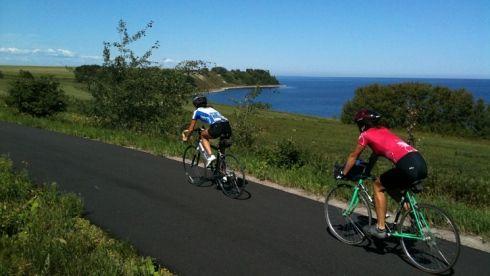 vélo sur route - veloroute des bleuets