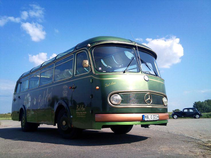 25 best ideas about oldtimer bus auf pinterest t1 bus t2 bus und vw oldtimer. Black Bedroom Furniture Sets. Home Design Ideas