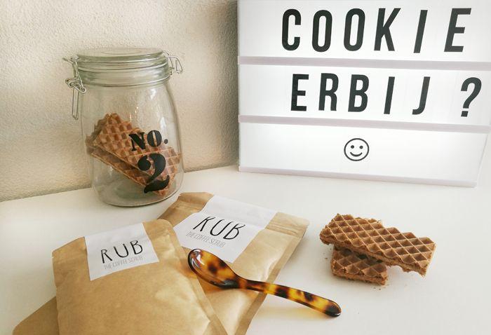 The Rub Scrub: scrub jezelf schoon en zacht met koffie scrub! Je zal misschien denken... die zijn gek geworden, maar het is écht lekker! Doe mee met onze WINACTIE en probeer het zelf uit. http://www.mamsatwork.nl/koffie-scrub-rub-scrub/
