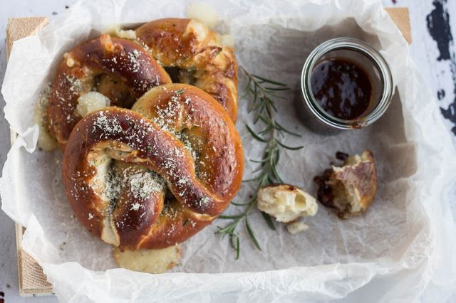 dipi..t..seren( ity ): Mozzarella Rosemary und Parmesan Pretzels