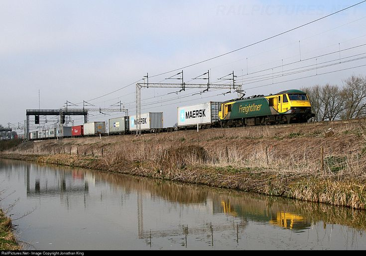 RailPictures.Net Photo: 90045 Freightliner BR Class 90 at Shilton, Coventry, United Kingdom by Jonathan King
