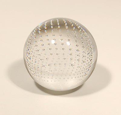 Massief glazen presse-papier met regelmatig netwerk van luchtbellen ontwerp A.D.Copier ca.1985 uitvoering Glasfabriek Leerdam