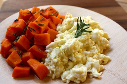 Scrambled Egg Whites with Steamed Sweet Potato