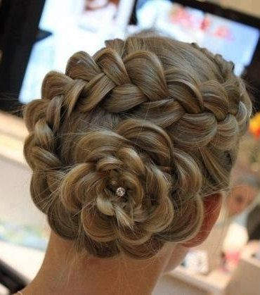 Une coiffure parfaite pour une occasion spéciale!