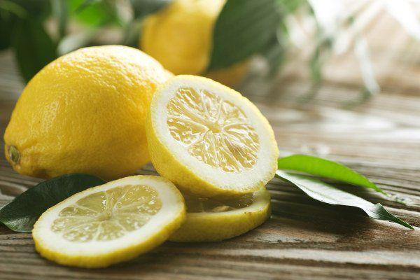"""Interessant -  Mit Zitronen gegen Diabetes (Zuckerkrankheit): Diabetiker sterben meist langsam und """"scheibchenweise"""" and den Spätfolgen des zu hohen Blutzuckers. Deshalb ist es wichtig, etwas dagegen zu tun. Zitronen können helfen. Lesen Sie, warum Zitronen hier an mehreren Stellen helfen können."""