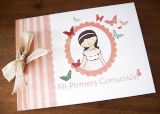 Libro de recuerdos de la primera comunión, con hojas interiores de ejemplo.