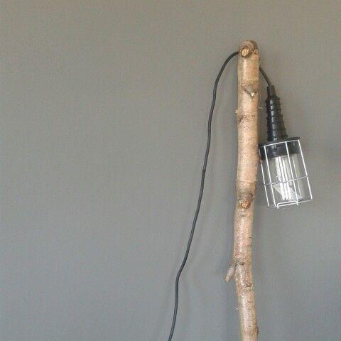Looplamp aan tak