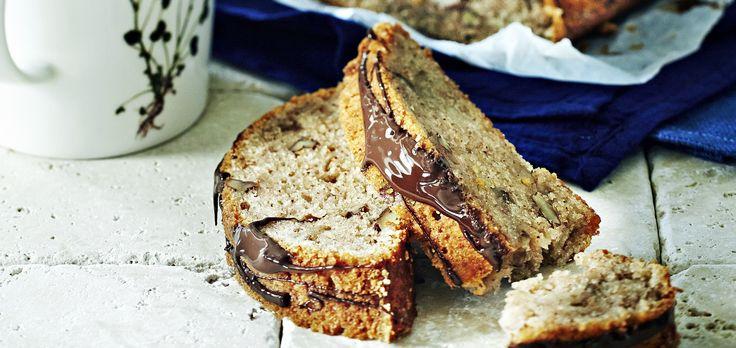 Banaanileipä eli banana bread on nimestä huolimatta mehevä ja maukas kakku. Banaanikakkuun sopii erityisesti ylikypsät, hieman mustuneet banaanit.  Tämäkin resepti vain n. 0,35€/annos*.