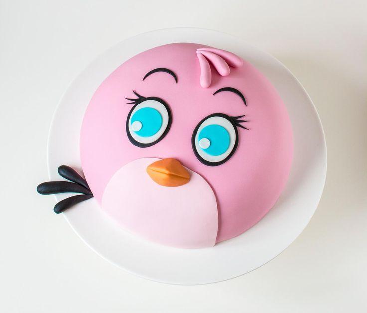 Upean Stella kakun valmistusohjeet löydät Painted By Cakes-blogista.   Kaunis jalallinen kakkuvati ja leivontavälineet Heirol-verkkokaupasta: www.heirol.fi