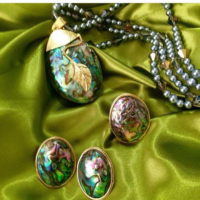 Avalon Dije, topos y anillo elaborados artesanalmente.