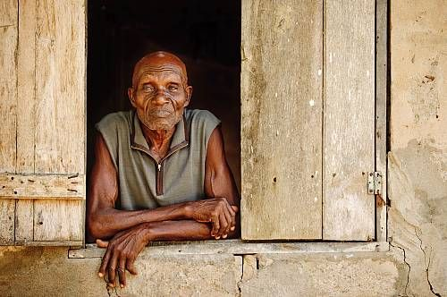 A man looks out of the window of his home in a village on an island near Ada, Ghana.  Date prise de vue : 27/12/2013 Crédit : Aurora / hemis.fr