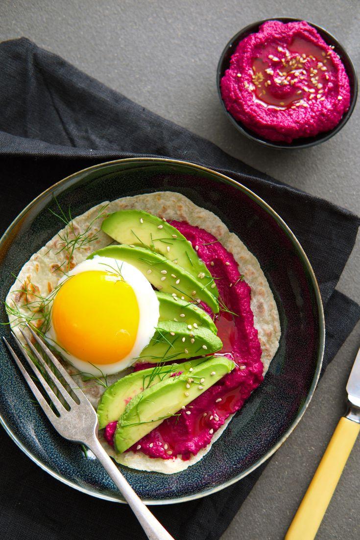 Lag en kremet og velsmakende kikertpuré fra Midt-Østen. Piff den opp med røde, røstede rødbeter, og smak på verdens beste hummus! Fargen blir fantastisk rosa, og hummusen er nydelig som pålegg eller dipp, aller best med avocado og lomper til frokost.  http://www.gastrogal.no/hummus/  #Hummus, #Kikerter, #Rødbetehummus, #Rødbeter, #Tahini