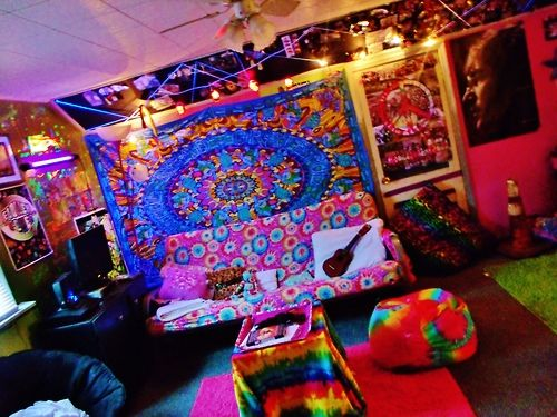 Hippie room psychedelic pinterest awesome for Room decorating ideas hippie