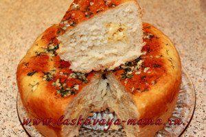 Хлеб с сыром, чесноком и зеленью в мультиварке