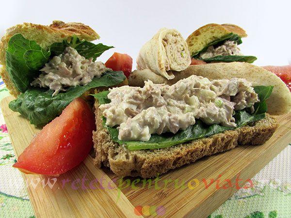 Salata de ton este un aperitiv pe baza de peste delicios, sanatos si consistent care poate fi servit ca sandwich, cu salata verde si rosii.