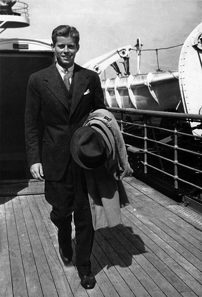 THE SORROWS OF GIN - JFK returns from Europe after his junior year at Harvard.