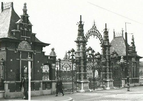 Rotterdam - intree poort van de 'Rotterdamse Diergaarde'.