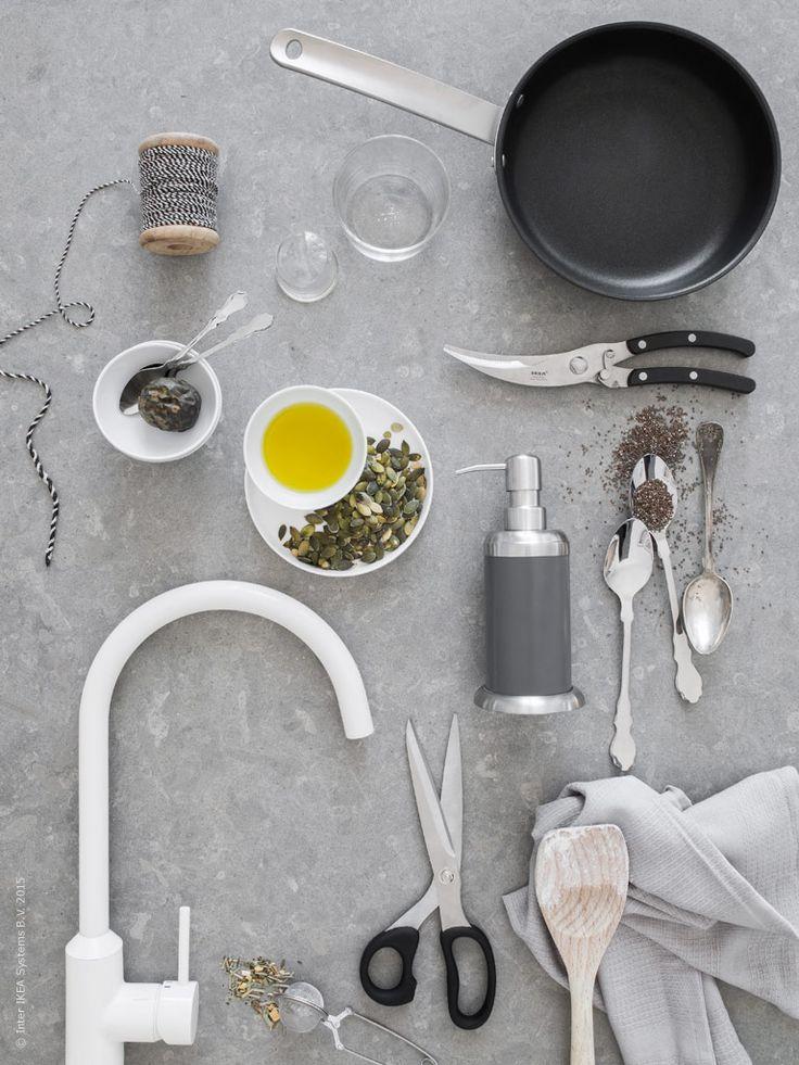 Stilrena basprodukter med en rejäl känsla och bra funktion skapar en inspirerande röra i köket. Här har vi valt ut våra favoriter för höstens köksstök och det dukade bordet.