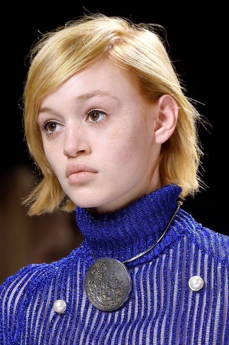 218 best coupes de cheveux images on pinterest cannon - Carre court frange ...