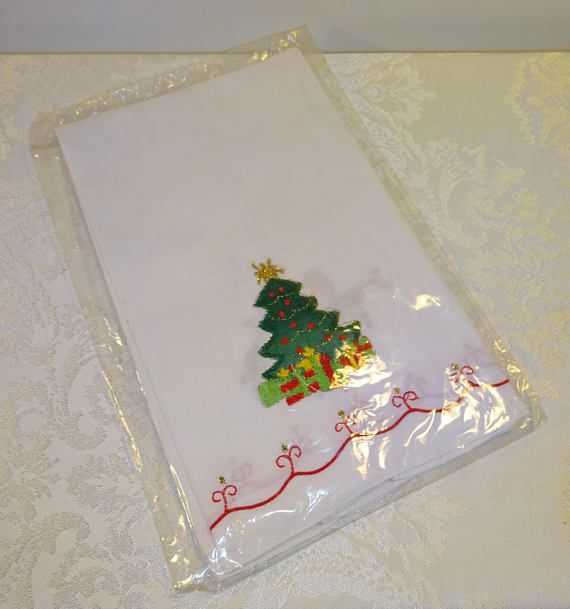 Vintage Christmas Guest Towel Lillian Vernon White Tea Towels
