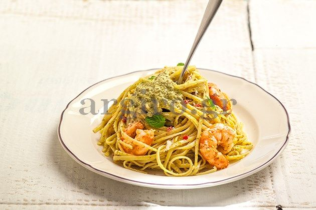 Linguine with fry shrimps and pesto - Λιγκουίνι με τσιγαριστές γαρίδες και πέστο