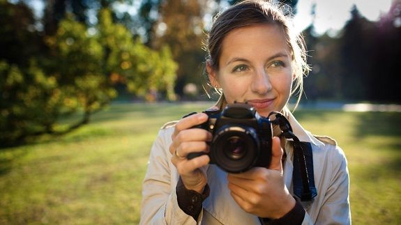 100 consejos para tomar fotografías. http://www.gizmodo.es/2012/04/23/100-trucos-de-un-profesional-para-hacer-las-mejores-fotografias.html