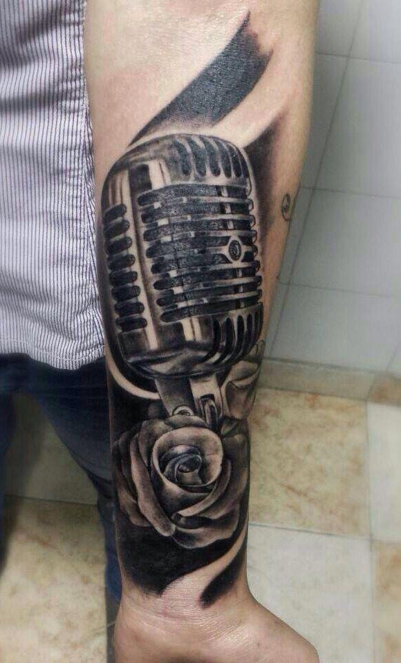 Tattoo micrófono  Tattoo Black and gray  Realistic Black and gray  True Love art Studio
