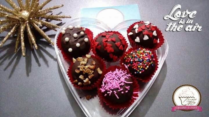 Gracias por la confianza brindada. San Valentin todo un EXITO. #Amoremioveracruz #veracruz #bocadelrio #mexico #oreo #ferrero #heart #fresa #strawberries #morango #hersheys #turin #deli #yummy #sixpack #cupcakes #postres #reposteria #rougelove #love #luv