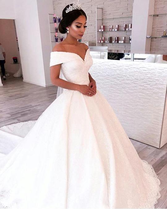 Vintage V-neck Off The Shoulder Lace Wedding Ball Gown Dresses 1