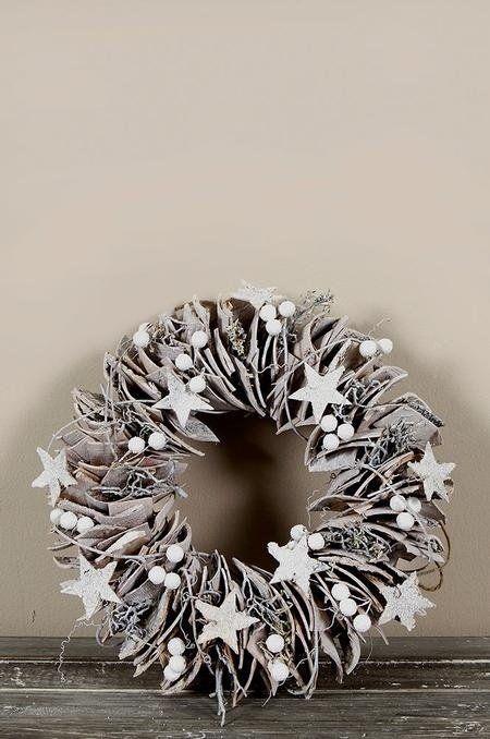 Hast Du vor diese Woche einen Weihnachtskranz zu machen? Schau Dir hier die schönsten Weihnachtskränze zum Selbermachen an!