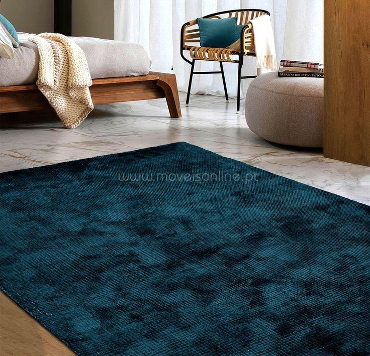 Consulte o nosso Catálogo de Tapete Lisos. http://www.moveisonline.pt/tapetes_lisos/cat270.html