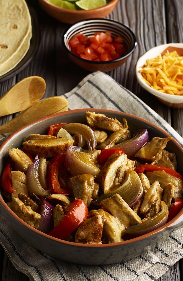 Les fajitas sont une recette express pour les soirs de semaines par excellence. Préparez votre mélange de poulet et de légumes à la mijoteuse pour plus de saveurs avec cette recette facile! Voyez plus de recettes Knorr ICI.