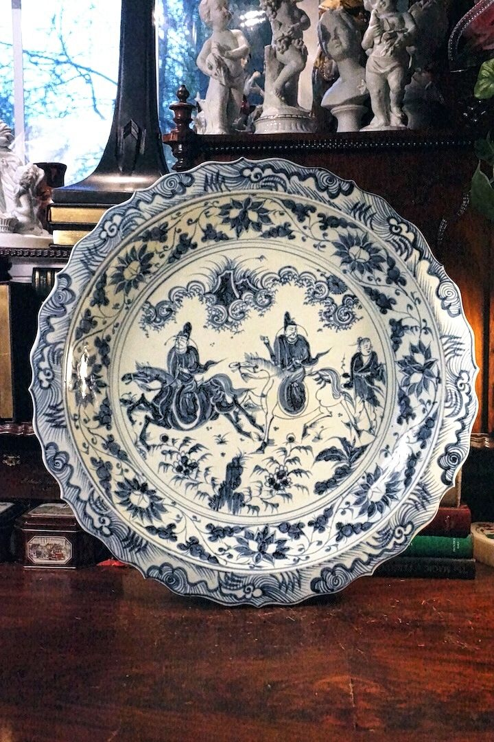MASSIVE VINTAGE LIGHT BLUE PORCELAIN ASIAN CHARGER / PLATE VERY NICE  DETAILS , SIZE IS 3 Inches HIGH X 19 1/2 Inches DIAMETER. WEIGHT 13 POUNDS .