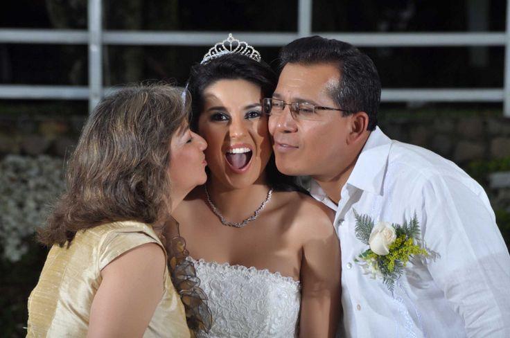 Boda de Claudia con sus padres. #FotografosDeBodas