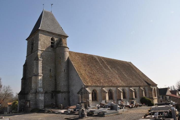 Église Saint-Rémi vue depuis le cimetière à l'ouest. Photo Nicolas Girault