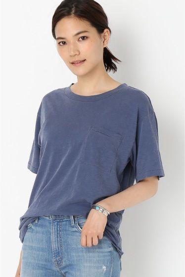 NSF ポケツキクルーネックTシャツ  NSF ポケツキクルーネックTシャツ 14040 メンズライクなゆったりとしたクルーネックTシャツはデニムはもちろんマキシスカートにもバランス良くスタイリング出来る万能アイテム ヴィンテージライクな淡い色とくたっとした風合いが馴染みの良いTシャツです NSF(エヌエスエフ)  2005年にメンズブランドとしてNick Friedbergによってスタートしたカルフォルニアベースのブランド LA拠点のブランドJames Perseなどをはじめその他人気ブランドで約15年間経験を積んだのち自身のブランドをスタート その後2011年にJamie Hallerがクリエイティブディレクターとして加わりウィメンズコレクションをスタート クリーンカジュアルそしてクールなデザインが人気を集めています 取り扱いについては商品についている洗濯表示にてご確認下さい 店頭及び屋外での撮影画像は光の当たり具合で色味が違って見える場合があります 商品の色味はスタジオ撮影の画像をご参照下さい モデルサイズ:身長:165cm バスト:73cm ウェスト:58cm…