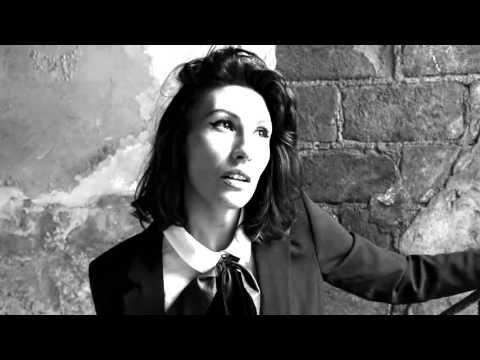 Daniela Spalla - Folk Japonés (Video Oficial) - este es el tipo de belleza rara que me fascina jajaja Daniel Spalla excelente ritmó de viernes
