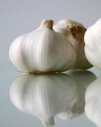 Un rimedio naturale per calli e verruche? Prova l'aglio!
